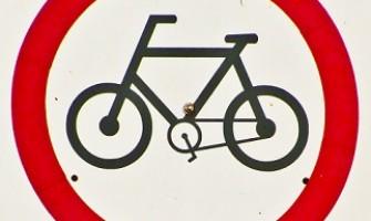 Assembléia Legislativa de Pernambuco proíbe visitante de estacionar bicicleta no estacionamento do prédio público