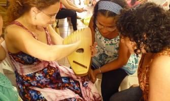 Pedagoga afirma que gestos e canções são fundamentais na educação de crianças pequenas