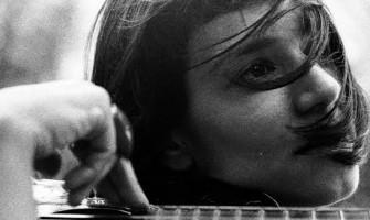 Ana Ghandra conta em entrevista o processo de nascimento do EP 'Slowly'