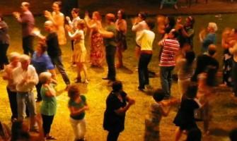 Astrologia e Danças Circulares Sagradas no 'Baile do Sonho ao Luar'
