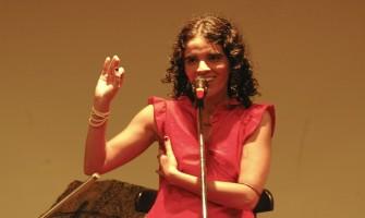 Lu Rabelo recita Ode ao Estelita na Festa Pecado Tropical