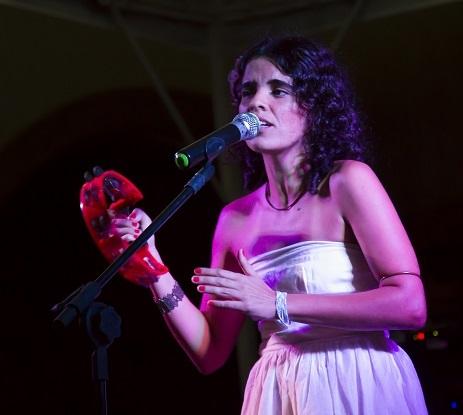 cantora e compositora Lu Rabelo