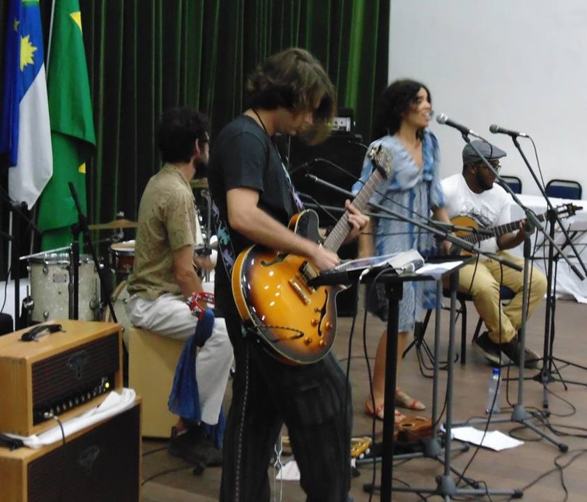 A cantora e compositora Lu Rabelo realizou o show de abertura do evento