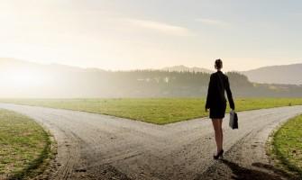 Terapeuta Cecília Padilha realiza atendimentos com foco em escolhas e decisões