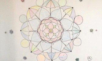 'Mandalas em parede, tecido e papel', por Gabriela Cavalcanti
