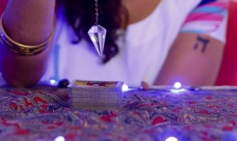 [AGENDA PE] 'Vivência de Tarot – O Ciclo de Espadas', dia 31/10, com Sabrina Carvalho, no Recife