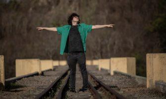 Viaje ao som de 'Sky', novo single de Dizin